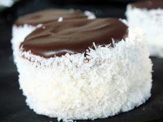 Napfény és Fűszer: Hólabda vagy Kozák sapka Hungarian Recipes, Hungarian Food, Pastry Cake, I Want To Eat, Vanilla Cake, Nutella, Cheesecake, Dessert Recipes, Food And Drink