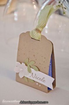 Ideenreichtum: Getting married - Teil 3 Creative Gift Wrapping, Creative Gifts, Art Party Cakes, Craft Gifts, Diy Gifts, Diy And Crafts, Paper Crafts, Gift Wraping, Diy Box