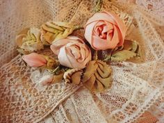 ribbon cabochon roses and unusual ribbon leaves. must try this.