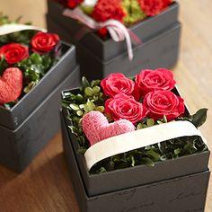 19 Ideas for flowers box roses Flower Box Gift, Flower Boxes, My Flower, Deco Floral, Arte Floral, Floral Design, Valentines Flowers, Valentine Nails, Valentine Ideas