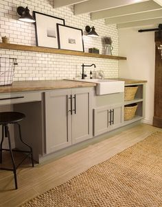 Rustic Farmhouse Laundry Room Design Ideas - Page 31 of 44 - Afshin Decor Basement Laundry, Laundry Room Storage, Laundry Room Design, Laundry Baskets, Rustic Laundry Rooms, Farmhouse Laundry Room, Cottage Farmhouse, Cozy Cottage, Farmhouse Style