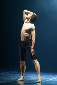 Sergei Polunin- In First Solo di Andrey Kaydanovskiy Action Pose Reference, Pose Reference Photo, Figure Drawing Reference, Body Reference, Action Poses, Enjolras Grantaire, Sergei Polunin Dancer, Male Ballet Dancers, Anatomy Poses