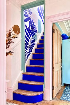 Blue Hallway, Modern Hallway, Modern Stairs, Modern Wall, Deco Design, Design Design, Modern Design, Design Ideas, Wall Colors