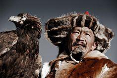 Kazakh tribe (Mongolia) by photographer Jimmy Nelson Famous Portrait Photographers, Famous Portraits, Eric Lafforgue, Papua Nova Guiné, Eagle Hunting, Jimmy Nelson, Indigenous Tribes, Steve Mccurry, Gaucho