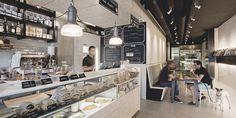 """Magasand tiene una oferta variada de sándwiches y ensaladas, comida sana y de calidad en formato rápido """"Sándwiches increíbles y revistas imposibles""""."""