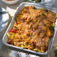 Gyros casserole with pasta - Fry the gyros and set aside. Cook the ribbon pasta to the bite. Clean and quarter the mushrooms. Pork Recipes, Pasta Recipes, Dinner Recipes, Healthy Recipes, Burger Recipes, Ribbon Pasta, Rabbit Food, Le Diner, Casserole Recipes