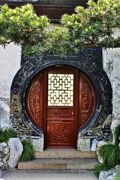 Beautiful keyhole design of this gorgeous entry door in China. doors of the… Chinese Door, Chinese Garden, Cool Doors, Unique Doors, Porte Cochere, Entrance Doors, Doorway, China Architecture, Architecture Design
