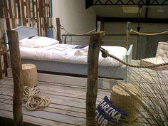Des lambris pour une d co bord de mer tag res d coration et bateaux for Decoration chambre adulte bord de mer