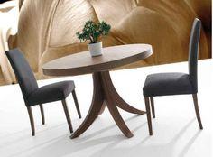 Mesa redonda con un solo pie en el centro. Ideal para salones con poco espacio.