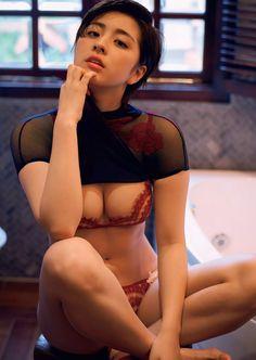 http://image-bankingf25.com/tokimeki/img/otakara/201704/yanagi_yurina/ie17041103-yanagi_yurina-08.jpg