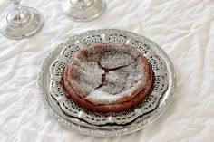 At Maria's: Kahden ainesosan helppo & herkullinen kakku  http://siirappiajahunajaa.blogspot.fi/2014/08/kahden-ainesosan-helppo-herkullinen.html