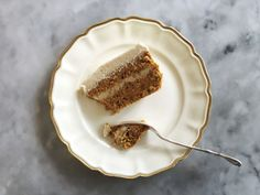 Raw carrot cake with cashew-cream-frosting Raw Carrot Cakes, Healthy Carrot Cakes, Healthy Baking, Healthy Desserts, Raw Food Recipes, Baking Recipes, Healthy Food, Healthy Recipes, Blog Food