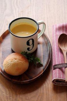 寒い朝、一番恋しいスープは、やっぱりポタージュ。  スープの素を作っておけば、忙しい朝でも簡単に美味しいポタージュが頂けます。  画像は、「皮ごとかぼちゃのポタージュ」。  かぼちゃのコックリとした優しい甘さに、朝からにっこり。