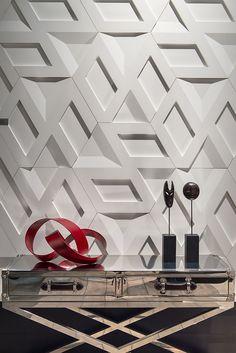 Infinity Branco - Stand Revestir 2016 - Foto: Favaro Jr.  #revestimento #design #arquitetura #castelatto #parede #decor #decoração #sofisticacao #wall