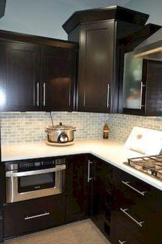Gorgeous Kitchen Backsplash Décor Ideas With Dark Cabinets 06
