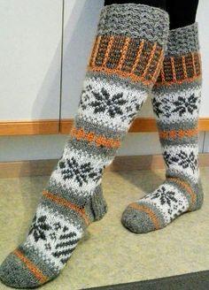 sukat lapselleni❤ Crochet Socks, Knitted Slippers, Wool Socks, Knitting Socks, Knee High Socks, Mittens, Knitting Patterns, Boot Cuffs, Fabric