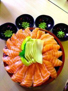 YuMmMmm <3 Sake (salmon) sashimi. So good! I wish I could afford that much at a single sitting.. lol