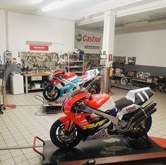 Motorcycle Garage, Motorbikes, Vehicles, Biking, Motorcycle, Choppers, Vehicle