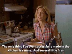 Carrie Bradshaw on cooking   10 Dinge, die wir von SATC Queen Carrie Bradshaw lernen können   www.couchtalk.net