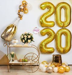 New Years Eve Party Ideas Decorations, Birthday Decorations At Home, Party Themes, Christmas Decorations, Champagne Balloons, Deco Ballon, New Year Diy, Father's Day Celebration, New Year's Eve Celebrations