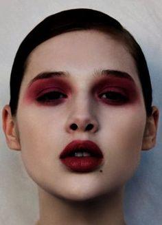 Anaïs Pouliot & her dark makeup. Amazing!!♥♥