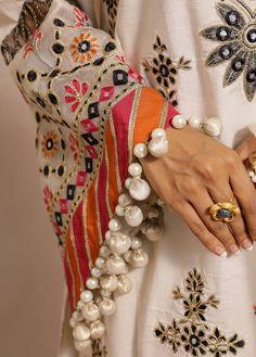 Kurti Sleeves Design, Sleeves Designs For Dresses, Dress Neck Designs, Kurti Neck Designs, Kurta Designs Women, Kurti Designs Party Wear, Pakistani Fashion Party Wear, Pakistani Dresses Casual, Indian Fashion Dresses
