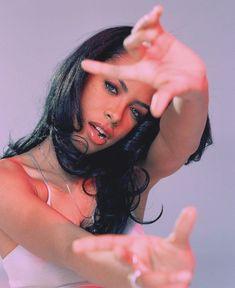 aaliyah vibe magazine cover Photographer Shares Rare New Photos of Aaliyah in Honor of Her Rip Aaliyah, Aaliyah Style, Hip Hop Fashion, 90s Fashion, Aaliyah Pictures, Photowall Ideas, Vibe Magazine, Eric Johnson, Aaliyah Haughton