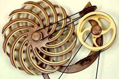 Une sélection des magnifiques sculptures cinétiques en bois de l'artiste américain David C. Roy, qui imagine des mécanismes capables de créer des mouvement