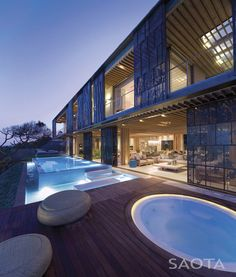 SAOTA (Stefan Antoni Olmesdahl Truen Architects) and Antoni Associates designed La Lucia,  a home in Durban, South Africa.