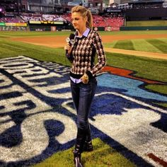 Exactly What to Wear for a Football Game, According to Erin Andrews (Hint: Think Off-Duty Kate Middleton)