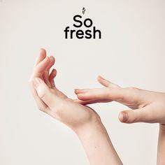 #mani #jojoba #aloevera #calendula Per le vostre mani sempre indaffarate abbiamo preparato una ricompensa speciale. Con oltre 25 principi attivi naturali riuniti in una leggera emulsione microcellulare RINGANA, il Balsamo mani e unghie cura, nutre e protegge. Già durante l'applicazione sentirete sulla pelle sciupata l'azione benefica dell'olio di jojoba, aloe vera e calendula. E-shop su www.freschidea.it oppure ordinalo scrivendo a info@freschidea.it