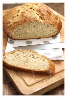 En ce moment je suis en plein dans ma période pain maison, et j'adore cela! J'ai réalisé ce pain en machine à pain pour plus de facilité, mais on peut très bien le faire sans. J'ai voulu tenter une recette de pain entièrement à la bière brune dans laquelle... Moment, Map, Brioche Bread, Pastries, Bread Maker Machine, Bakery Business, Brot, Location Map, Maps