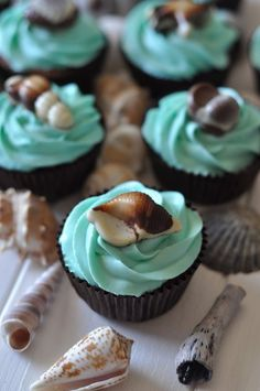 Marine cupcakes with Belgian seafood - with blue frosting. Marine Cupcakes with Belgian Seafood – with … - Cupcakes Aux Fruits, Sea Cupcakes, Cupcake Cakes, Frosting Cupcake, Blue Frosting, Dessert Oreo, Bon Dessert, Food Cakes, Cupcake Recipes