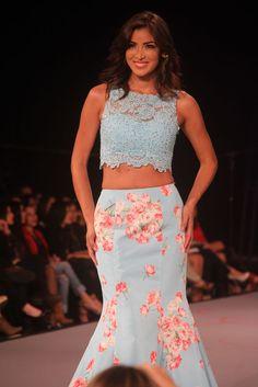 Falda sirena y croptop en tonos celeste con detalles floreados
