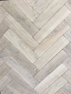 Our Antique White Oak Herringbone is the favourite choice for those seeking for that traditional and antique look. It took us several years to achieve the perfect balance between the white weathered texture and the grey and sandy colour variations. We also supply this Antique Herringbone Parquet with a darker tone at the same price.