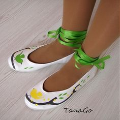 TanaGo / Lemon soiree Crocs, Mary Janes, Lemon, Sandals, Sneakers, Fashion, Tennis, Moda, Shoes Sandals