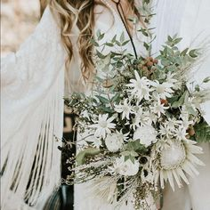 Loving the daisies and fringe in this photo by @byamylynn featured on @greenweddingshoes. 🍍🍍A bouquet that is a little wild, like our brides;) 🍍🍍xx @thedresstheorysandiego @thedaintylionfloralco