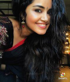 Born - February 1996 in Irinjalakuda, Kerala Anupama Parameswaran is a popular Actress. Latest movies in which Anupama Parameswa. South Actress, South Indian Actress, Beautiful Indian Actress, Beautiful Actresses, Beautiful Women, Beautiful Smile, Simply Beautiful, Tamil Actress Photos, Indian Film Actress