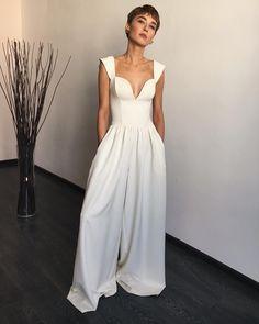 В 2019 г. fashion dresses, fashion и designer dresses. Couture Fashion, Runway Fashion, Elegant Dresses, Formal Dresses, Minimal Outfit, Dream Dress, Women's Fashion Dresses, Beautiful Outfits, Designer Dresses