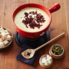 recette fondue savoyarde fromage suisse Fondue Raclette, Love Food, Acai Bowl, Main Dishes, Food And Drink, Cooking Recipes, Pudding, Yummy Food, Snacks