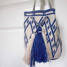 The new wayúu bags are online! #siriribags |Mini wayúu bag Caminito blue ↪️siriri.co | Free worldwide shipping #wayuubags #madeincolombia #handmade #itbag #ootd #fashion #style #siririshop