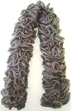 Gray hand-made scarf with 3D effects in light pink and black, 100% acrylic, 110 x 9 cm