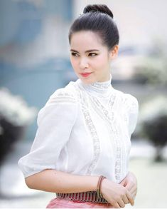 Top 100 Hottest Babes Wallpapers of 2020 Traditional Thai Clothing, Traditional Dresses, Thai Dress, Holy Chic, Girl Running, Celebrity Couples, Girl Pictures, Cool Girl, Hot Girls