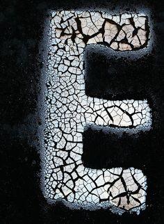 crackled E