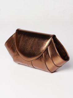 Mermaid clutch bag #clutchbag #taspesta #handbag #clutchpesta #fauxleather #kulit #glossy #simple #casual #fashion #elegant #party #color #bronze Kindly visit our website : www.bagquire.com