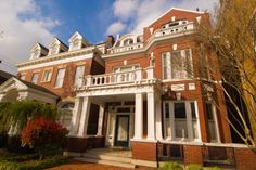 From the stately mansions on Monument Avenue to the ramshackle rowhouses of historic Jackson Ward, Richmond is a city of contrasts