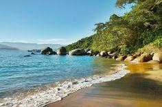 As praias paradisíacas da Ilha Anchieta em Ubatuba - SP - Brasil