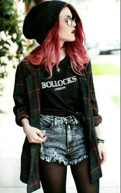 How to Do the Street Style Punk Look punk street style fashion Grunge Look, Mode Grunge, Black Grunge, Soft Grunge Style, Black Outfit Grunge, Estilo Grunge, Estilo Hipster, Mode Outfits, Fashion Outfits