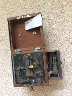 Medisch electriciteitkastje met sleuteltje. Begin 20ste eeuw. - Catawiki