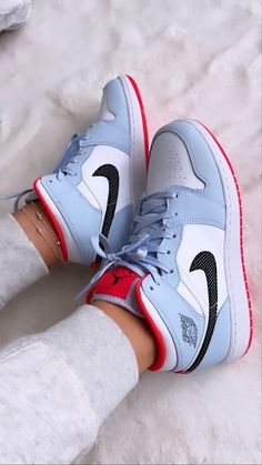 Nike Shoes Photo, Cute Nike Shoes, Cute Sneakers, Shoes Sneakers, Jordans Sneakers, Jordan Shoes Girls, Girls Shoes, Nike Shoes Air Force, Swag Shoes